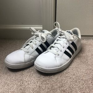 ADIDAS WHITE AND BLACK SHOES 5.5
